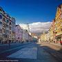 Ausflugsziel Innsbruck - Die Maria-Theresien-Straße lädt zum flanieren und bummeln ein