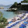 Sonnenbaden an einem der vielen Strände im Norden Korfus