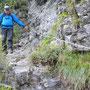 der steile und ausgestzte Abstieg nach Le Pelly ist gut abgesichert