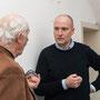 Thomas Hensel im Gespräch mit einem Teilnehmer