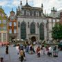 Langer Markt mit Artushof und Neptunbrunnen
