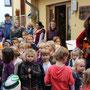"""Kinder und Team sangen zu Beginn des Festes """" das Kartoffellied"""""""