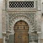 PALACIO DE BENACAZÓN. Portada inventado en los años 70 del siglo XX con azulejos del siglo XV y capiteles del siglo XI.