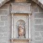 PUENTE DE SAN MARTÍN. Escultura representando a San Julián. Debajo del nicho placa memorial con alabanzas al arzobispo Pedro Tenorio.