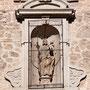 CONVENTO DE SAN JOSÉ DE LAS CARMELITAS DESCALZAS. La hornacina con San José y el Niño lleva fecha de 1697.