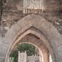 PUENTE DE ALCÁNTARA. Relieve de la Imposición de la Casulla a San Ildefonso. 1483. Al fondo la Puerta de Alcántara.