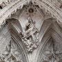 CATEDRAL. PUERTA DE LOS LEONES. Inmaculada en el tímpano. Obra de Mariano Salvatierra a finales del siglo XVIII.