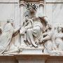 COLEGIO DE DONCELLAS NOBLES. En el ático un relieve de mármol, obra de Juan Bautista Vásquez, siglo XVI.