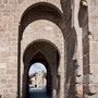 PUENTE DE SAN MARTÍN. Torreón de defensa del siglo XII, reedificado por el arzobispo Pedro Tenorio en el siglo XIII.