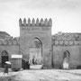 PUERTA NUEVA DE SAN MARTIN. Construido en 1864 y demolido en 1967. Foto de Charles López Alberty, o Loty, entre 1910 y 1936.