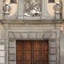 Antiguo CONVENTO DE SANTA FE. Cuerpo siglo XVII, Ático con Santiago Matamoros siglo XVIII. Calle de las Armas.