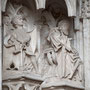CATEDRAL. PUERTA DE LOS LEONES. Uno de las dos figuras representa al Rey David, tocando la harpa.