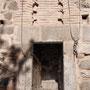 IGLESIA DE SAN MIGUEL. Entrada a la Torre. Con las cuerdas se tocan las campanas.