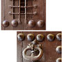 POSADA DE LA HERMANDAD. Siglo XV. Detalles de la puerta.