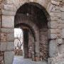 PUERTA DE VALMARDÓN, denominación en árabe: BAB AL-MARDUM, que significa puerta tapiada, colmatada o condenada. Siglo IX - X. Fachada interior.
