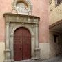 CONVENTO DE SAN PEDRO MARTÍR. Principios del siglo XVI. El medallón es del siglo XVIII. Acceso al convento por la calle del Cobertizo de San Pedro Martír.