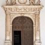 Antiguo HOSPITAL DE TAVERA. Entrada a la iglesia. Mármol blanco, de orígen genovés. Siglo XVI.