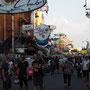 ... durch das Zentrum Bangkoks zu schlendern, ...