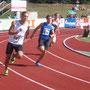 Lorenz (Bahn 2) beim 200 m Lauf