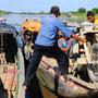 Kolumbin - Ab und an gilt es das Moped auf ein Boot zu verladen um weiter zu kommen.