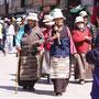 Pilger am Jokhang-Kloster