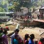 Menschenmassen im Dakshin Kali
