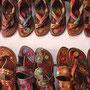 Handgefertigte Schuhe aus Kamelleder sind ein beliebtes Mitbringsel
