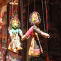 Typische nepalesische Marionetten mit Gesichtern der Gottheiten