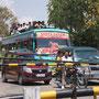 Vollbeladene Ueberlandbusse sind an der Tagesordnung