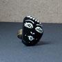 BI-BAG-GAL-VIS-001-Bague Visage blanc fond noir allongé, frange (galet peint, anneau laiton réglable) - 20€ Sur commande