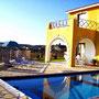 Villa mit Pool, Terrasse + Garten mit Panorama-Meerblick   Foto: © Brigitte Berendes