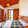 Schlafzimmer 2 mit Balkon & Meerblick | Foto: ZypernTraumVillen, Archiv