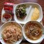 3月11日(火)献立 たらこスパゲティ、海鮮ワンタンスープ、オムレツ、茎わかめサラダ、プリン、牛乳