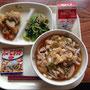 12月17日(火)献立 あんかけうどん、じゃかいもの南蛮煮、小松菜ともやしのごま和え、ハニーピーナッツ、牛乳
