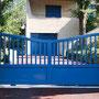 Puerta corredera modelo TAHITÍ mixta en color azul