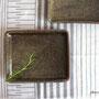 土灰釉 角皿 (17.5×14.5×1.5cm)