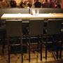 Stammtisch mit Barstühlen im Restaurant Calanda