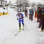 Ossi holt vor allem mit den Skiern extrem auf