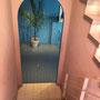 ピンクの出口から続く青い床と壁がまた可愛い〜