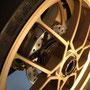 鍛造ホイールはSerie Oroカラーともいえるゴールド