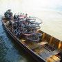 Auf unserer Velotour in Bangkok werden die Velos verschifft
