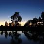 Sonnenuntergang über dem See in der Hotelanlage