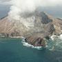 Spektakulärer Anflug mit dem Heli auf die rauchende White Island