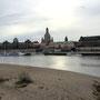 Am Ufer der Elbe mit Blick auf die Altstadt