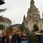 In der Altstadt von Dresden auf dem Weihnachtsmarkt