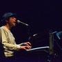 2012-08-02 - Montevideo Funk III @ Sala Zitarrosa (Andrés - voz, teclados, bajo)