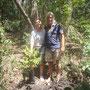 Wir, Erich und Christiana, beim Pflanzen eines Kauribaumes auf Moso Island