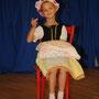 Helena tanzt ihre Grade 2 Charaktertanz