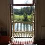 Le balcon du salon donnant sur l'étang