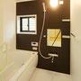 1F浴室  お母様が将来的に使う目的でしたが、現状は夏のお孫さんの水遊び後のシャワーとして使っています。